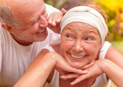 Personnes agées souriantes Foyer pour personnes âgées à Waterloo - Résidence Primevère à Waterloo